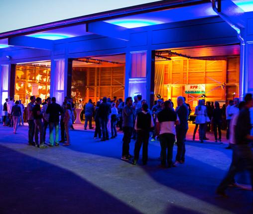 """Riesling kann auch cool: Rheingauer Jungwinzer präsentieren bei """"Wine4Sense"""" ihre Weine auf Schloss Vollrads und feiern Party mit DJ und Live Band."""